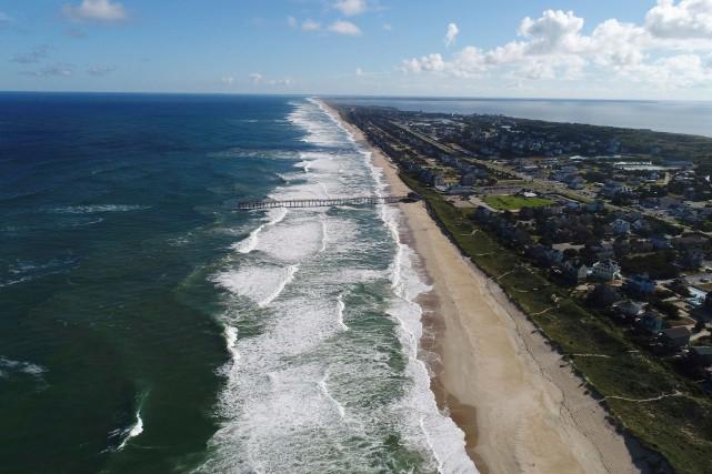 Un garçon de huit ans a été attaqué dimanche par un requin sur la côte de... (AP)