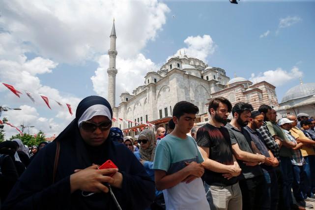 En Turquie où le gouvernement soutient les Frères... (PHOTO AP)
