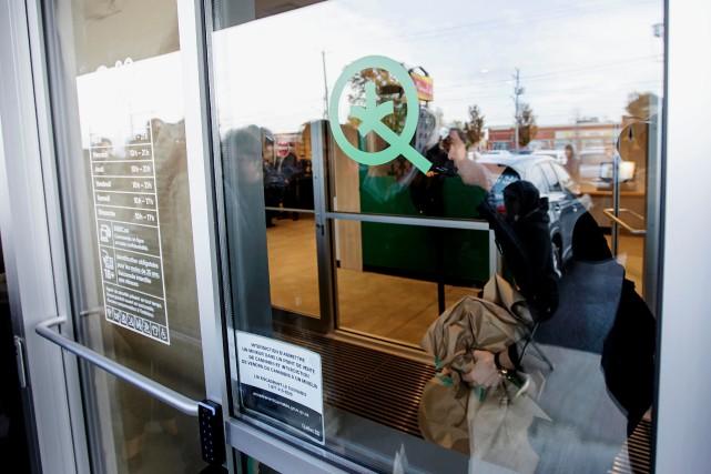 Un deuxième mandat de grève vient d'être adopté dans une succursale de la SQDC,... (PHOTO ALAIN ROBERGE, LA PRESSE)
