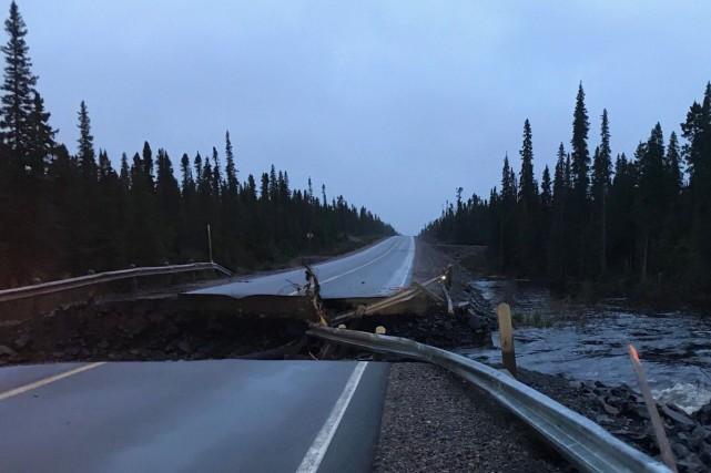 La route Trans-Labrador endommagée.... (PHOTO TIRÉE DU COMPTE TWITTER DE TRANSPORTATION AND WORKS NL)