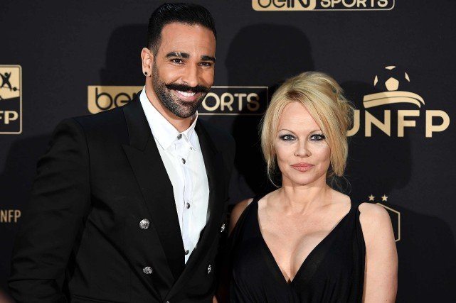 Adil Rami et Pamela Anderson en mai dernier.... (PHOTO FRANCK FIFE, ARCHIVES AFP)