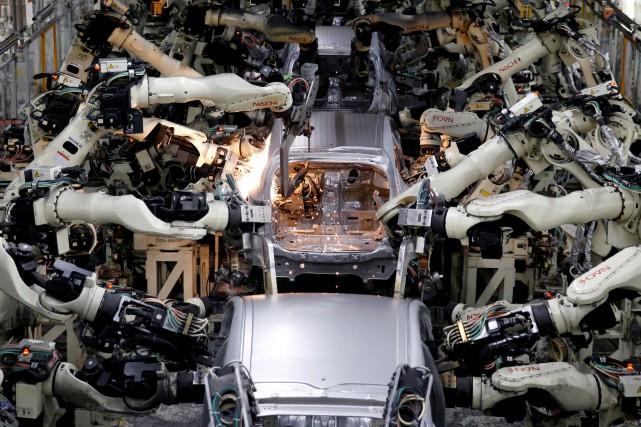 Des robots dans une usine d'assemblage d'automobiles au... (PHOTO TORU HANAI, ARCHIVES REUTERS)