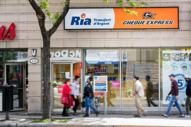 C'est dans cet établissement Chèque Express, rueJean-TalonOuest, que... (PHOTO MARCO CAMPANOZZI, LA PRESSE)