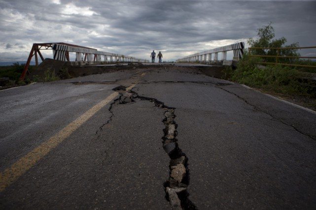 Le séisme a frappé à une profondeur de... (PHOTO REBECCA BLACKWELL, AP)