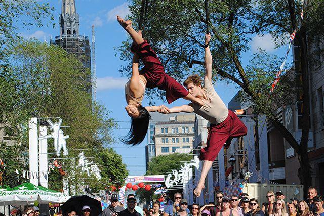 Les 10 ans de Montréal Complètement Cirque nous rappellent la place... (ANAÏS NEDELEC)
