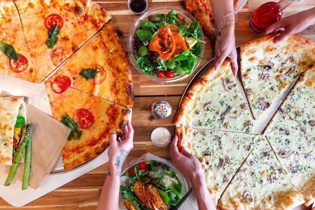 La New-Yorkaise propose de la pizza à la... (PHOTO FOURNIE PAR LA NEW-YORKAISE)