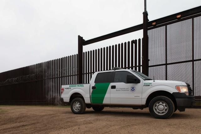 Des membres de la police américaine aux frontières ont échangé sur un groupe... (PHOTO SUZANNE CORDEIRO, AFP)