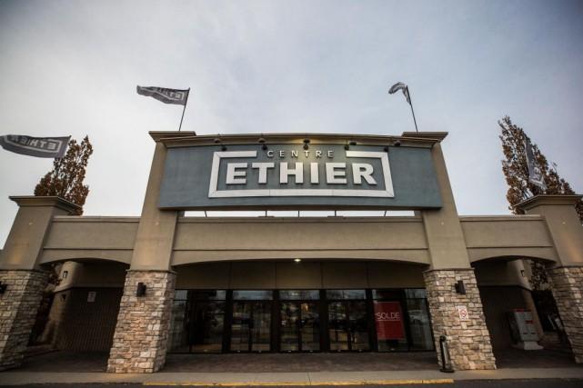 Les magasins de meubles Éthier fermeront leurs portes... (PHOTOOLIVIER PONTBRIAND, ARCHIVES LA PRESSE)
