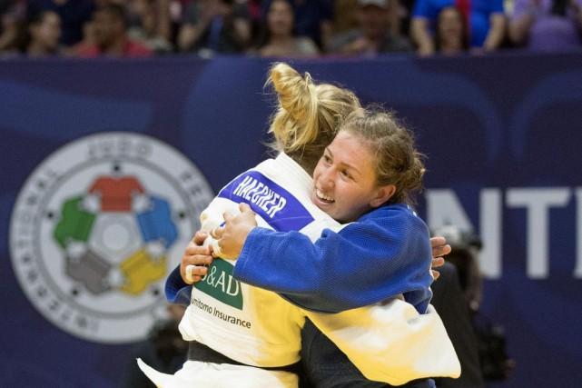 Chez les 63kg, CatherineBeauchemin-Pinard (en bleu) a remporté... (PHOTO ROBERTSKINNER LA PRESSE)