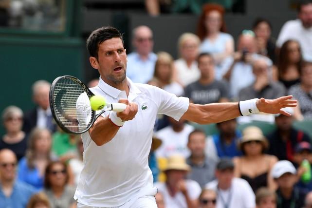 Wimbledon: Novak Djokovic passe facilement en demi-finale