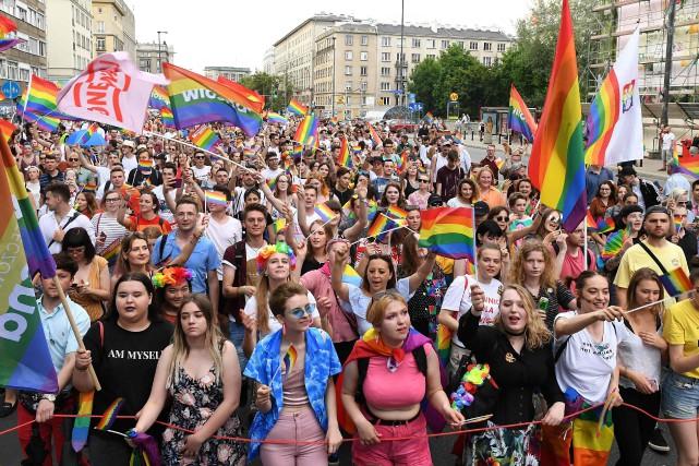 Défilé de la fierté gaie à Varsovie, le... (PHOTO AFP)