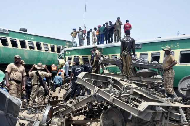 Les accidents ferroviaires sont fréquents au Pakistan, pays... (PHOTO WALEED SADDIQUE, AP)