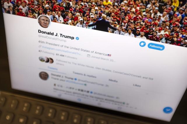 Donald Trump, qui compte quelque 62 millions d'abonnés... (PHOTO AP)