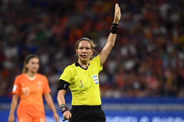 La Québécoise Marie-SoleilBeaudoin a dirigé quatre matchs lors... (PHOTO FRANCKFIFE, AGENCE FRANCE-PRESSE)
