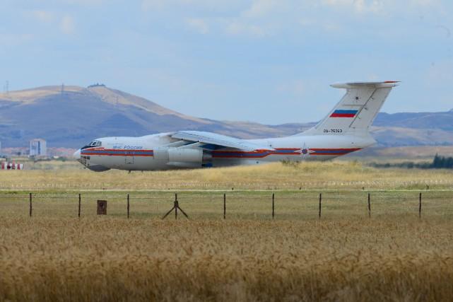La première cargaison de missiles russes S-400 a... (PHOTO STRINGER, REUTERS)