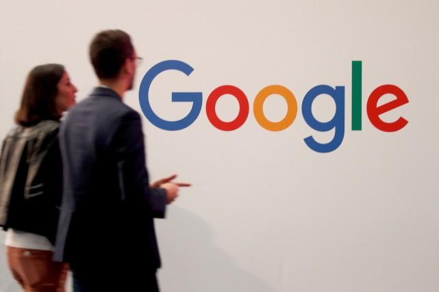 Google explique que des spécialistes du langage écoutent... (PHOTO CHARLES PLATIAU, REUTERS)