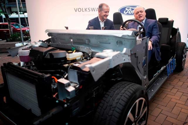 Ford pourra construire des voitures sur la plateforme... (PHOTO JOHANNES EISELE, AFP)