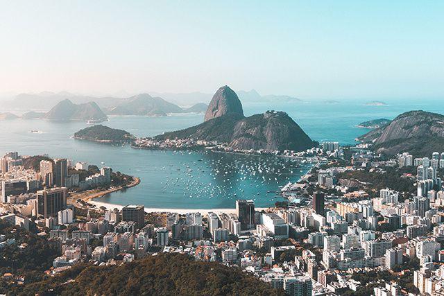 Souvent dansante et électrique, parfois langoureuse et romantique, Rio de...