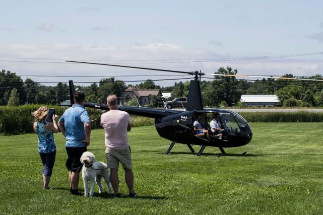 Un hélicoptère appartenant à une connaissance de l'homme... (PHOTO EDOUARD PLANTE-FRÉCHETTE, LA PRESSE)