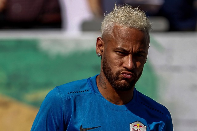 Neymar... (PHOTO MIGUEL SCHINCARIOL, AFP)