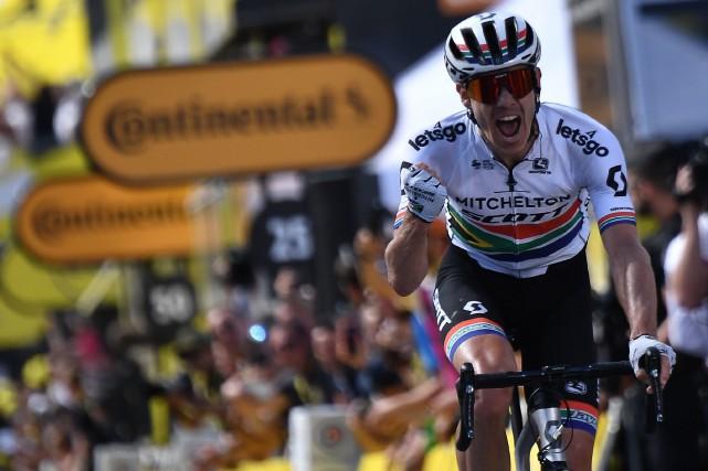 Daryl Impey a remporté une première victoire d'étape... (PHOTO JEFF PACHOUD, AGENCE FRANCE-PRESSE)