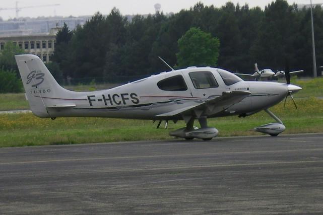Écrasementd'avion: un homme s'en sort indemne grâce à un parachute