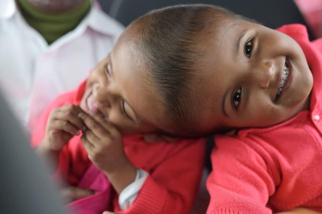 Les soeurs Rabeya et Rukaya, 3ans, étaient nées... (PHOTO MIKLOS BEMER, ARCHIVES ADPF/AFP)