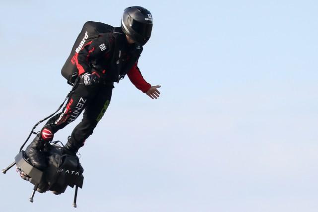 Franky Zapata réussit à traverser la Manche sur son «Flyboard»