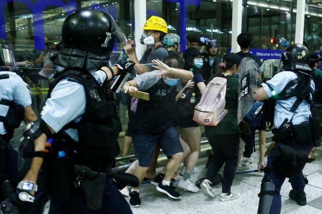 Hong Kong: Trump confirme les déploiements militaires chinois