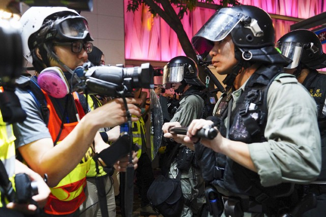 Hong Kong: grande manifestation devant le consulat américain