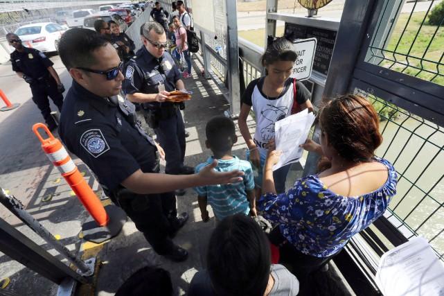 Un juge persiste à bloquer une règle de Trump sur le droit d'asile