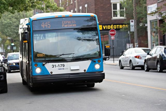Électrification : Québec met fin aux subventions des bus à essence