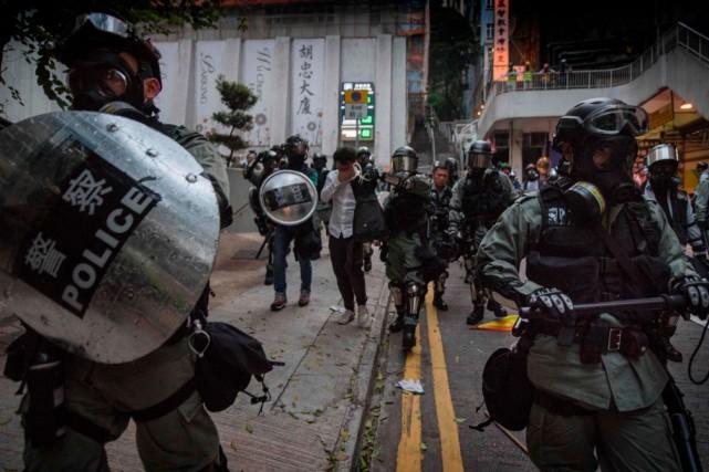 Hong Kong: l'anniversaire du régime chinois éclipsé par la violence