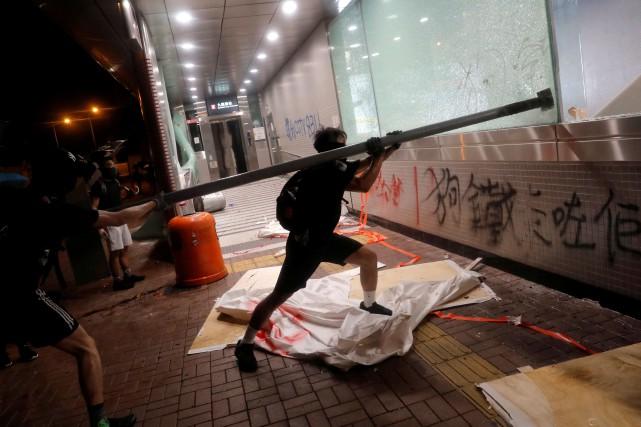 Des manifestants descendent à nouveau dans les rues de Hong Kong
