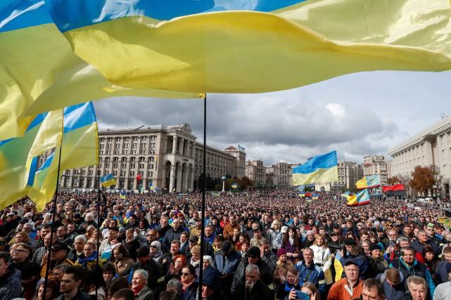 À Kiev, des milliers de manifestants contre une «capitulation» face à Moscou
