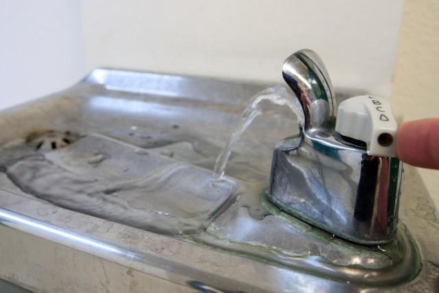 Plomb dans l'eau: Legault veut éviter de «faire peur aux gens»
