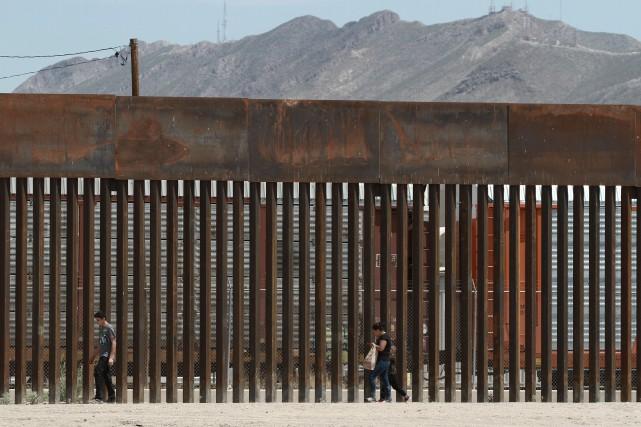 Le mur frontalier avec le Mexique facilement scié, Trump minimise