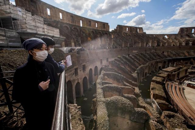 Coronavirus: l'Italie passe la barre des 200 morts et a presque 6000 cas