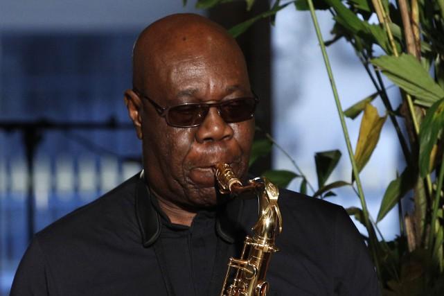 Le saxophoniste Manu Dibango succombe à la COVID-19