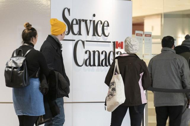 Bureaux de Service Canada fermés: «une aberration», selon les chômeurs
