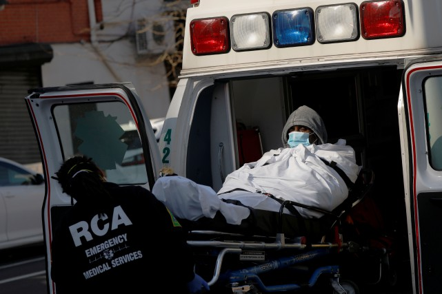 É.-U.: record de 345décès et près de 18000nouveaux cas en 24heures