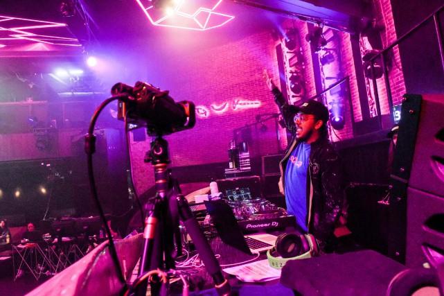 DJ en ligne pour clubbeurs confinés
