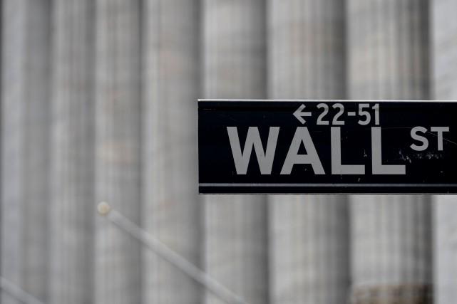 Wall Street hésite au début d'une semaine riche en indicateurs