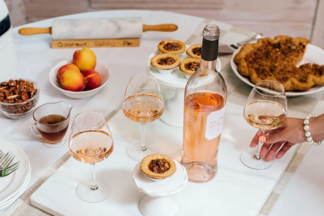 Compagnon de nos apéros d'été, le vin rosé est aujourd'hui un incontournable à... (©PATRICIA BROCHU-CIVP)
