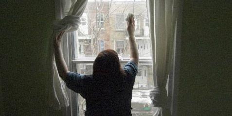 Le grand nettoyage des fenêtres au printemps... (Photo Ivanoh Demers, La Presse)
