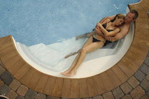 ne manquez pas votre eau gilles angers piscines et spas. Black Bedroom Furniture Sets. Home Design Ideas