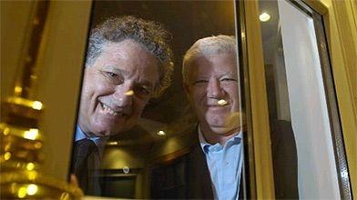 Fen tres mq dans la cour des grands st phane champagne for Fenetre president