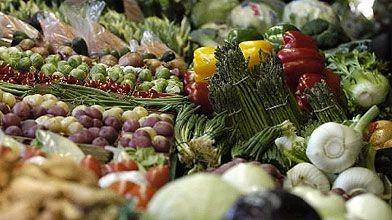 Fruits et légumes frais au Marché Atwater à...