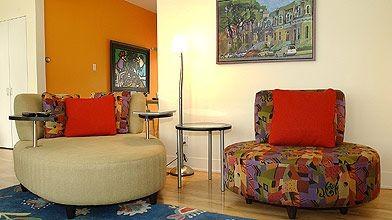 Chez Pierre-Michel Bouchard, deux fauteuils caméléon et à...