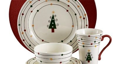 Scènes d'hiver, motifs traditionnels ou modernes, la vaisselle de Noël égaie...
